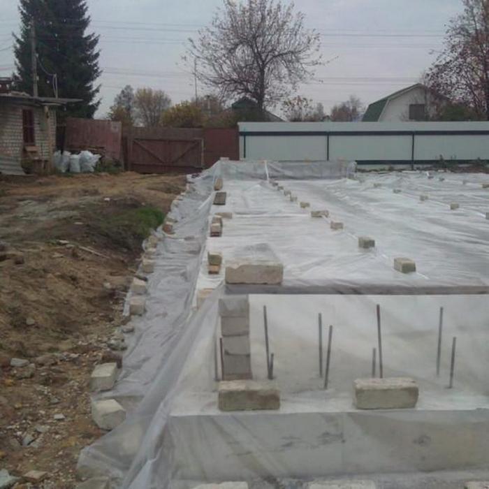 Фундамент заливной бетоном